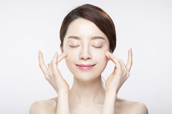 cách massage mặt sau khi đắp mặt nạ